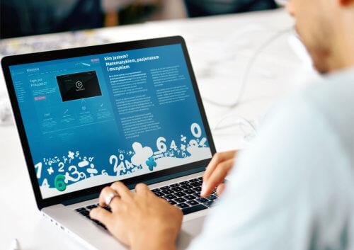 Widzieć Więcej, Tomasz Drzewiecki - realizacja nowego projektu strony internetowej do zbiórki pieniędzy.