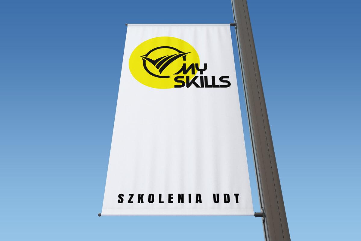 Wizualizacja projektu logo MySkills: flaga na maszcie z logo firmy. Lokalizacja; Kutno, Łódzkie.